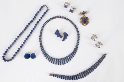 Lot de bijoux en argent et lapis-lazuli comprenant...