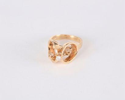 Bague en or 14K (585) ornée de 3 diamants...