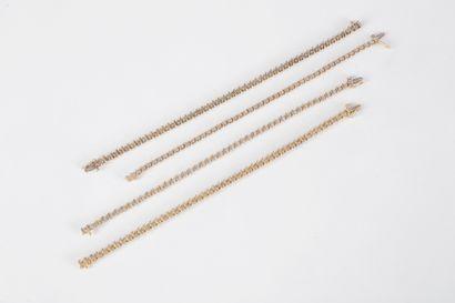 Lot de 4 bracelets en or 9K (375) sertis...