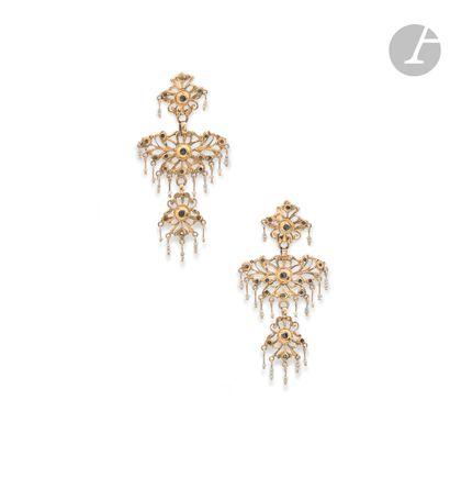 Pair of 18K (750 ‰) gold tripartite earrings...