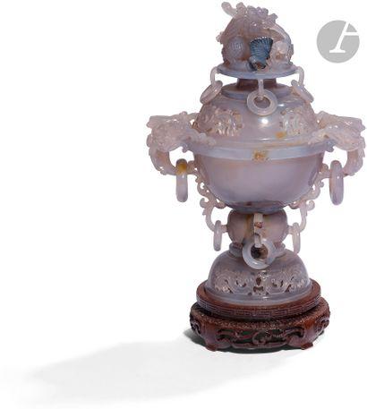 CHINE - XXe siècle Brûle-parfum en agate...