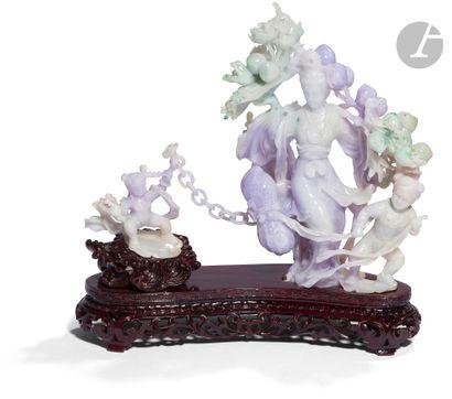 CHINE - XXe siècle Groupe sculpté en jade...