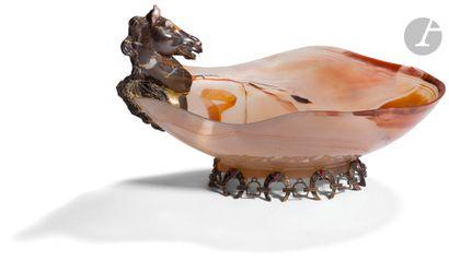 Coupe en agate jaspée de forme libre à monture...