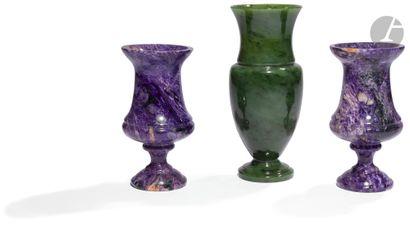 Paire de vases pansus à col très évasé en...