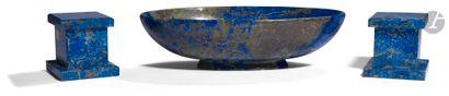 Grande coupe en lapis-lazuli sur piédouche...