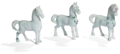 CHINE - XXe siècle Ensemble de trois chevaux...
