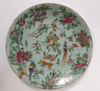 CHINE, Canton, XIXe siècle Paire d'assiettes...
