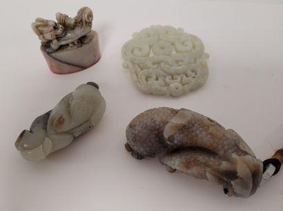 CHINE, XXe siècle Ensemble de quatre objets...