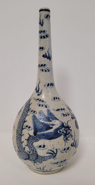 CHINE pour le Vietnam, XIXe siècle Vase bouteille...