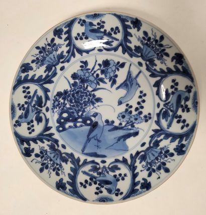 CHINE, époque KANGXI (1662 - 1722) Assiette...