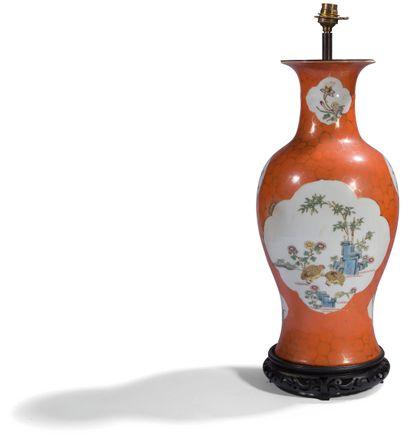 CHINE, début XXe siècle Vase balustre en...