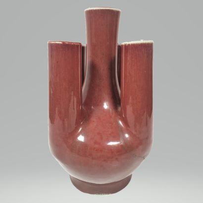 CHINE, XIXe siècle Vase tulipière en grès...