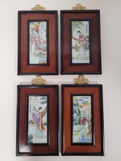 CHINE, XXe siècle Quatre plaques en porcelaine...