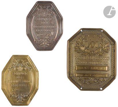 Trois plaques: – Deux plaques de fonction...