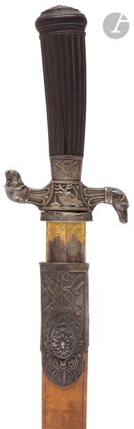 Dague de vénerie. Poignée en bois rainuré. Monture en bronze argenté. Garde à deux...