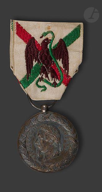 FRANCE Médaille du Mexique en argent. Ruban...