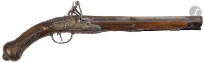Long pistolet d'arçon à silex à l'oriental....