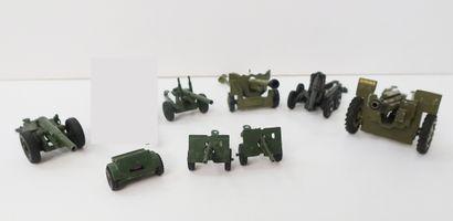 DINKY TOYS Ensemble de 9 engins militaires,...