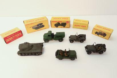 DINKY TOYS  Ensemble de 5 véhicules militaires...