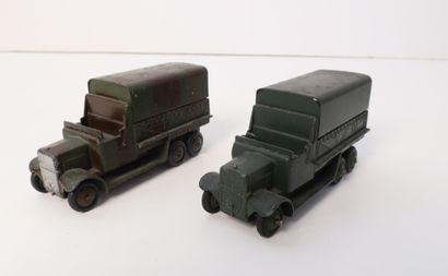 DINKY TOYS  Lot de 2 camions GMC, l'un camouflé,...