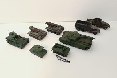 DINKY TOYS  Ensemble de 8 véhicules et engins...