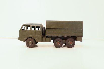 DINKY TOYS  Camion tous-terrains Berliet,...