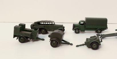 DINKY TOYS Ensemble de 2 véhicules et 3...