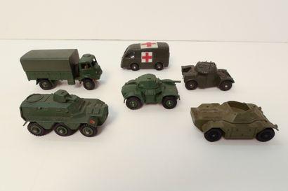 DINKY TOYS  Ensemble de 6 véhicules militaires...