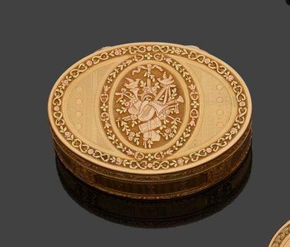 PARIS 1789 - 1792 Tabatière en ors de trois...