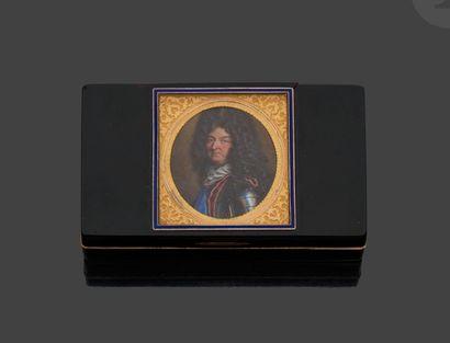 PARIS 1795 – 1797 Tabatière à charnière de...