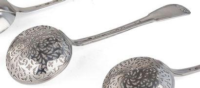 PARIS 1762 - 1768 Cuiller à sucre en argent,...