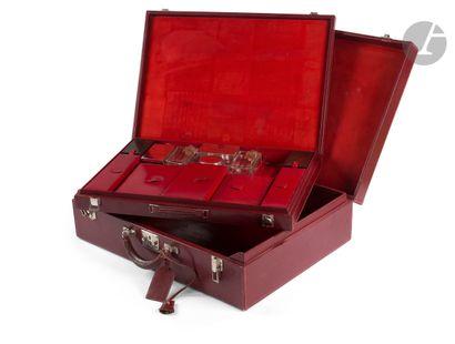 HERMES-Paris Valise en box bordeaux (griffures),...