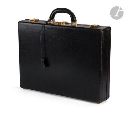 HERMES-Paris Attaché case en cuir noir (usures),...