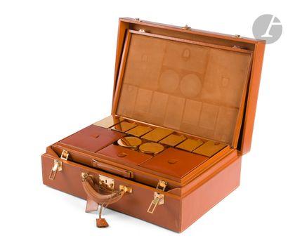 HERMES- Paris Valise en cuir gold (quelques...