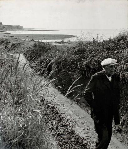 Robert Doisneau (1912-1994) Georges Braque à Varengeville, 1953. Epreuve argentique...