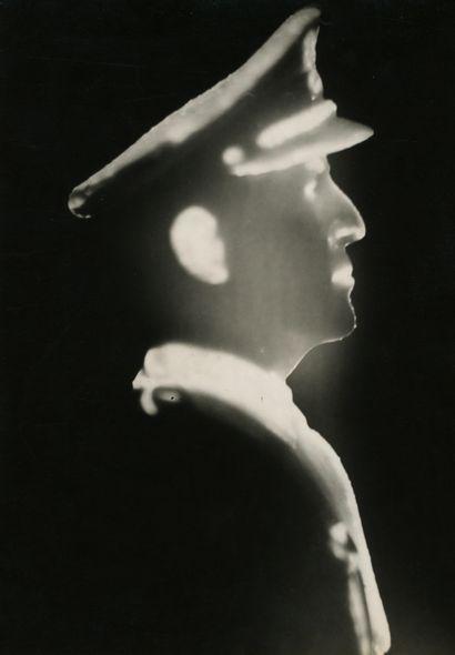 Photographe de presse Buste lumineux du général...