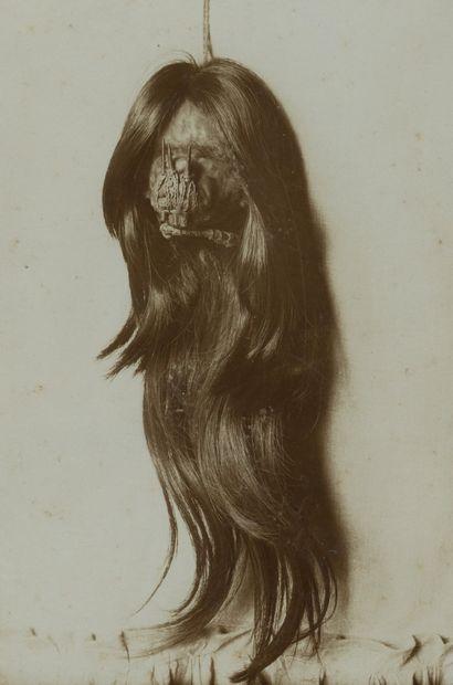 Photographe non identifié Tsantsa (tête réduite)....