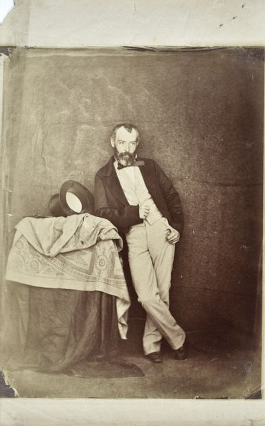 Photographe non identifié Groupes. Scénettes. Peintre et son modèle, c. 1860. Six...