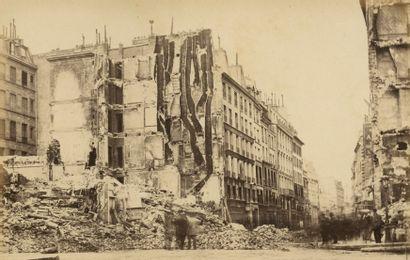 Photographe non identifié Paris Incendié, 1871. Colonne Vendome renversée. Palais...