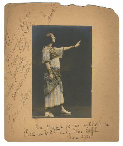 Photographe non identifié La soliste Jane...