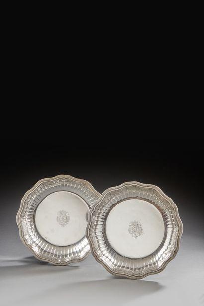 PARIS 1727 - 1728 Paire de jattes en argent,...