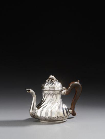 BORDEAUX 1740 - 1741 Théière en argent, modèle...
