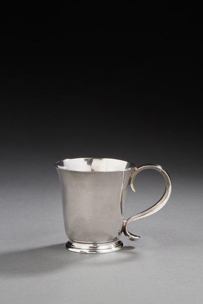 LILLE 1767 - 1768 Gobelet à anse en argent...