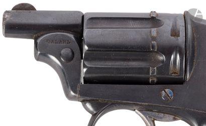 Revolver Galand type Bulldog, 6 coups, calibre 6 mm, double action.  Court canon...