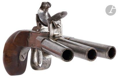 Pistolet à coffre à silex à système « patte de canard », trois coups.  Canons ronds...