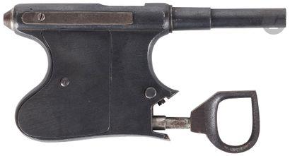 Pistolet semi-automatique à réarmement manuel,...