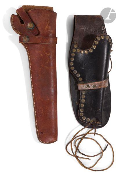 Deux holsters pour revolver Colt US :   -...