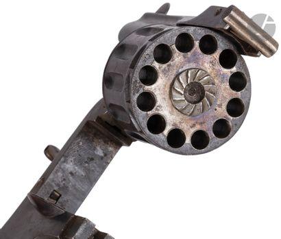 Revolver type Bulldog, 12 coups, calibre 5,5 mm à percussion centrale.  Canon rond...