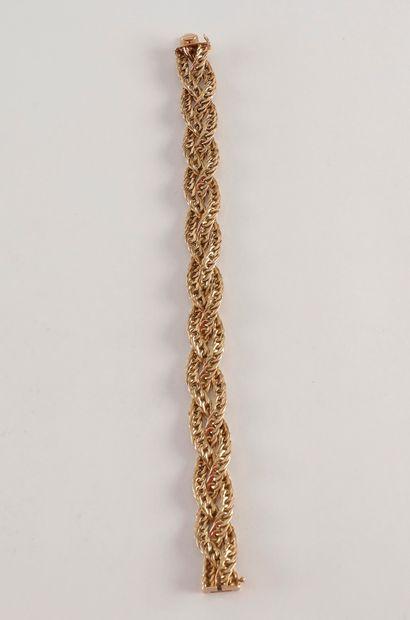Bracelet en or (18K) tressé. Poids : 42,2...