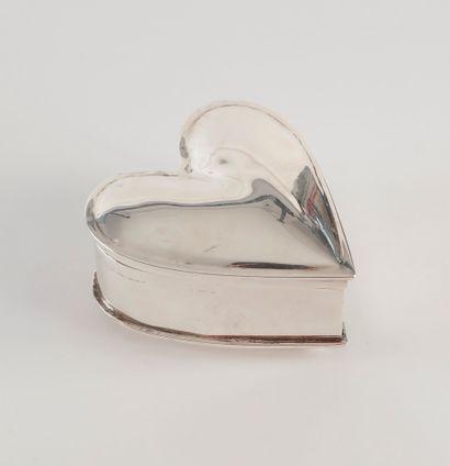Boite couverte en forme de coeur en argent...
